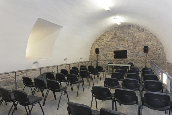 Sala de conferencias del Castillo de la Coracera